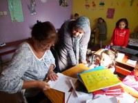 Réalisation de livres avec une monitrice préscolaire, Sidi Bibi