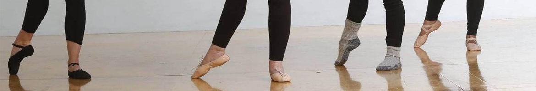 Benen van dansende personen