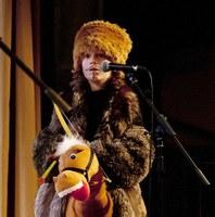Verkleed kind tijdens voorstelling Woord