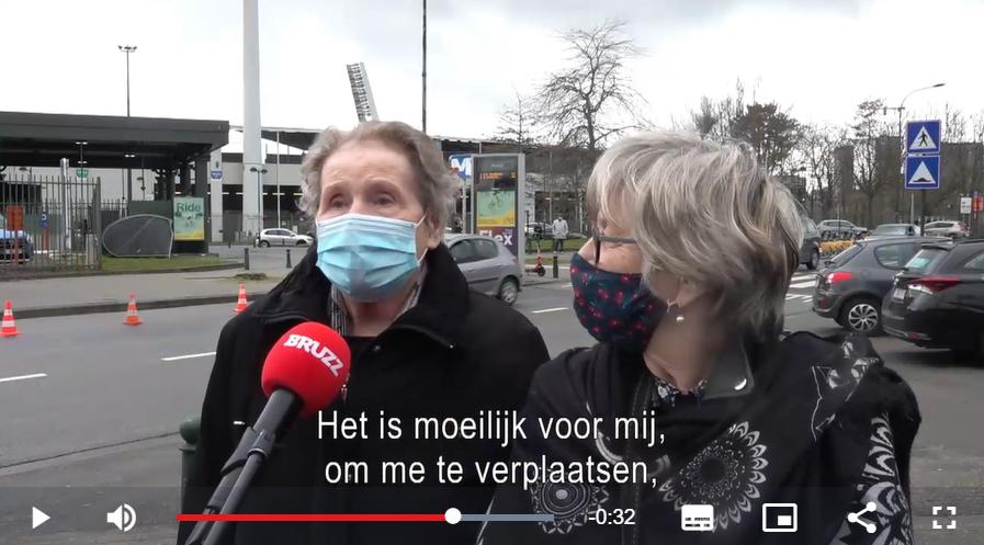 Reportage begeleiding senioren naar het vaccinatiecentrum - video